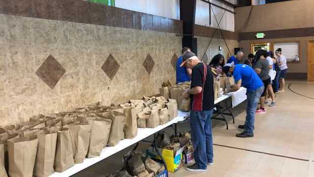 'Hashtag Lunchbag' giving away lunches and clothes throughout Youngstown