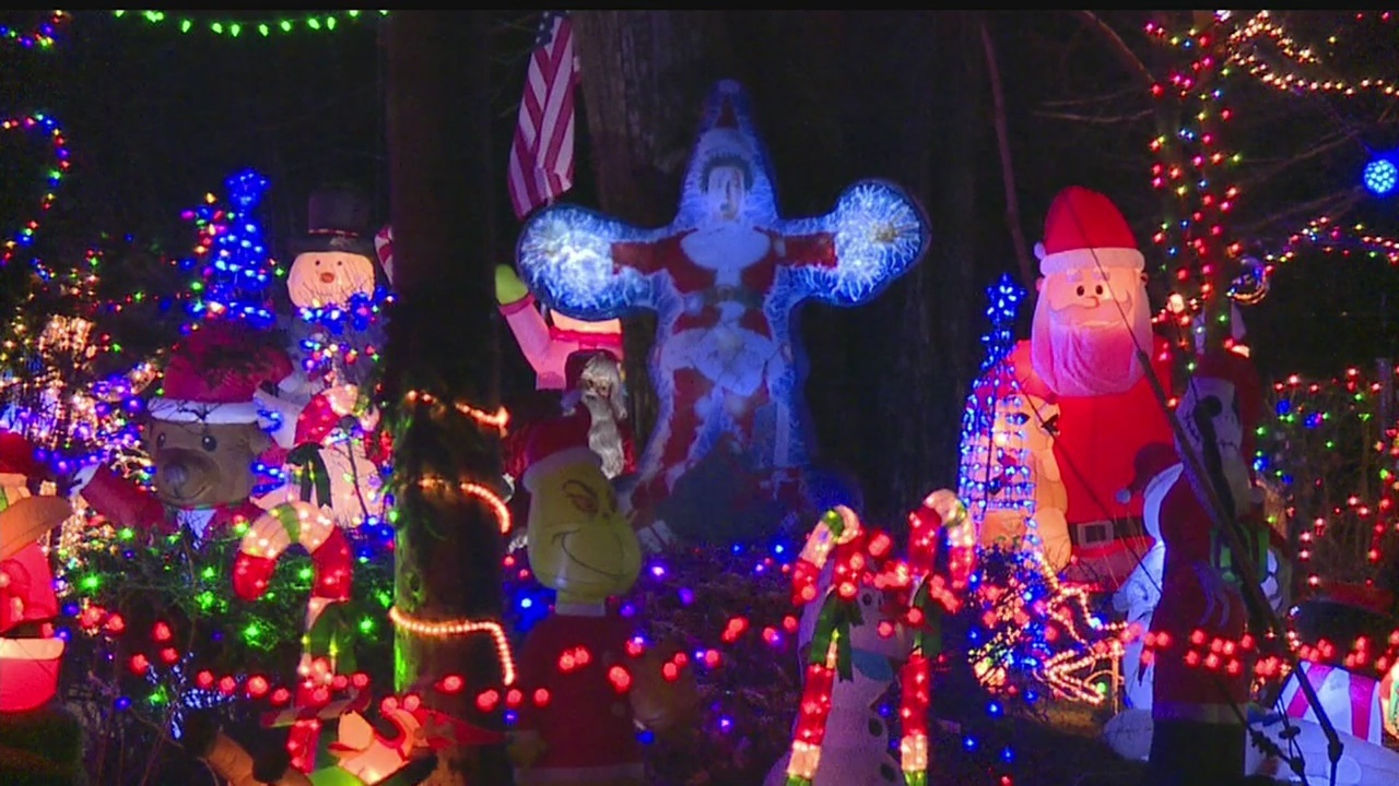 13 Year Old Lights Up Boardman Home With Over 200 Christmas Decorations